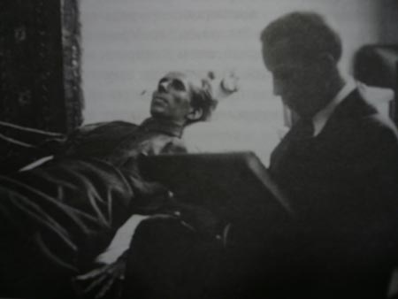 А.Яр-Кравченко рисует портрет Н.Островского, 36 год. Фото: Елена Захарова/Великая Эпоха