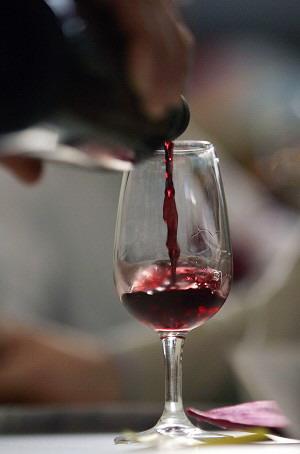 Действительно ли красное вино так хорошо для здоровья, как пытаются убедить нас в этом?