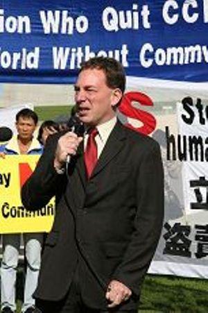 Джеймс Скотт выступил на митинге от имени группы