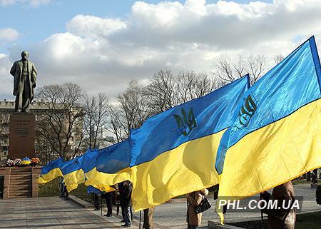 Украинские флаги возле памятника Тарасу Шевченко в Киеве 22 января 2007 г. Фото: Косарев Александр http://phl.com.ua/