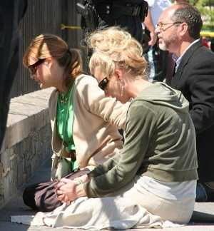 На фотографии христиане из Christian Defense Coalition и Generation Life молятся перед Белым Домом за спасение последователей Фалуньгун. Фото: Лиза Фен/Великая Эпоха