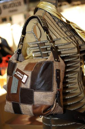 Во Франции в Париже прошла 3-х дневная международная выставка одежды INTERSELECTION, на которой также были представлены другие элементы гардероба, которые будут модными в 2008 г. Фото: Interselection Groupe Eurovet