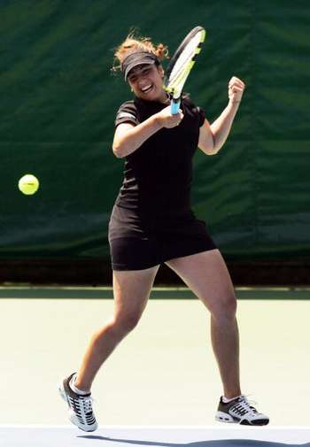 Французская спортсменка Араван Резаи во время соревнований. Фото: Sandra Mu/Getty Images