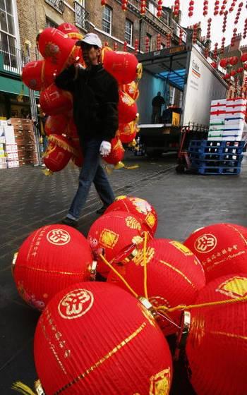 Китайские кварталы Лондона уже полным ходом готовятся к Китайскому Новому Году, который отмечают 7 февраля. Фото: Daniel Berehulak/Getty Images