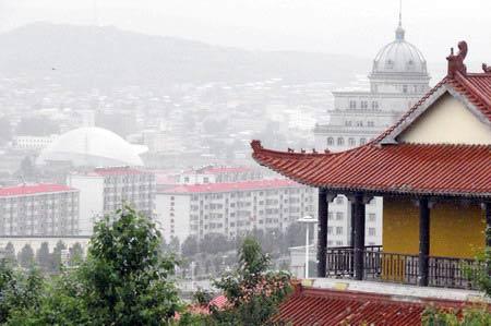 Вид с территории храма на город. г. Суйфэньхэ. Фото: Нелли Родионова/Великая Эпоха