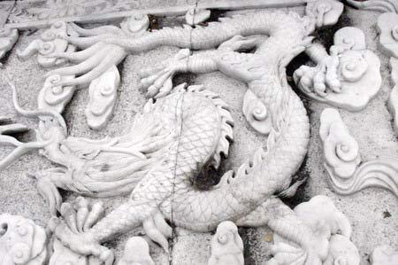 Орнамент на лестнице к статуе Майтрейи. г. Суйфэньхэ. Фото: Нелли Родионова/Великая Эпоха