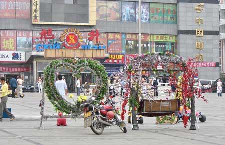 Центральная площадь. Любят люди тут фотографироваться. г. Суйфэньхэ. Фото: Нелли Родионова/Великая Эпоха