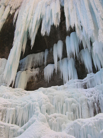 Многоярусный водопад-ледник. Фото: Фарафонов Александр/Великая Эпоха