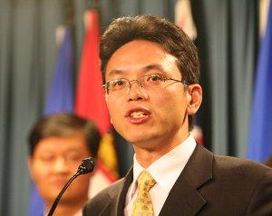 Бывший сотрудник консульства Китая Чэнь Юнлинь. Фото: Мэтью Хильдебранд/Великая Эпоха