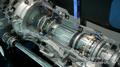 Стенд компании Lexus (премиум-бренд Toyota). Трансмиссия крупным планом. Фото: 3dnews.ru