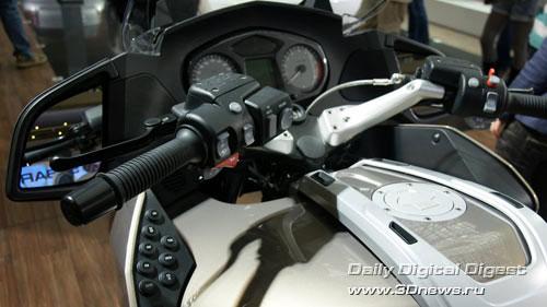 Стенд BMW. Двухколесные средства передвижения. Фото: 3dnews.ru