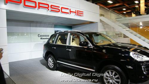 Стенд компании Porsche. Cayenne из семейства Momentum. Фото: 3dnews.ru