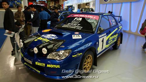 Стенд компании Subaru. Предыдущая Subaru Impreza WRX. В кузове типа седан одной из частных команд. Фото: 3dnews.ru