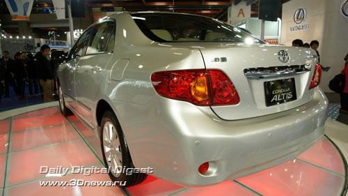 Стенд компании Toyota. Altis - последняя версиея Corolla в кузове седан. Фото: 3dnews.ru