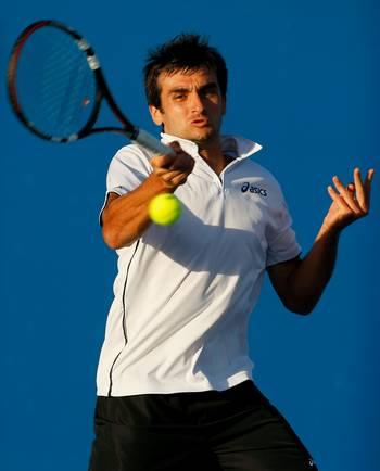Серра Флоран (Франция) (Florent Serra of France) во время открытого чемпионата Австралии по теннису. Фото: Lucas Dawson/Getty Images