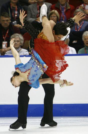 Тесса Вирту/Скотт Муар (Канада) во время оригинального танца. Фото: DAVID BOILY/AFP/Getty Images