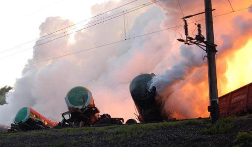 Украина. Львовская область. Представители МЧС работают на месте аварии. Фото: EVGEN kRAWS/AFP/Getty Images