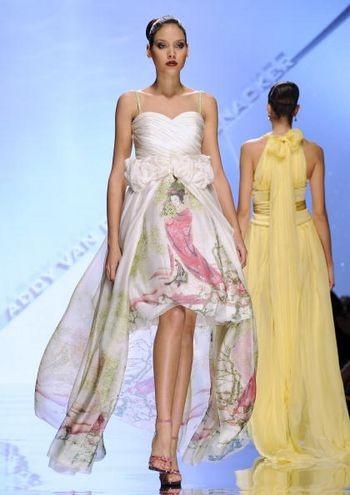 Коллекция женской одежды от голландского дизайнера Адди Ван Ден (Addy Van Den), представленная 29 января на показе мод в Риме. Фото: ANDREAS SOLARO/AFP /Getty Images