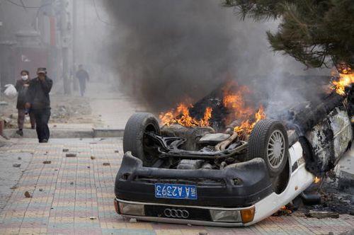 В столице Тибета Лхасе проходят многочисленные акции протеста. В город введены войска. Фото: STR/AFP/Getty Images