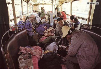 19 мая 1989 г. В палатках и автобусах находились в основном студенты, которые принимали участие в голодовке. Все остальные участники демонстрации находились на улице. Фото с 64memo.com