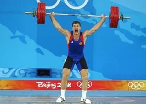 Российский штангист Хаджимурат Акаев, выступающий в весе до 94 кг, завоевал бронзу   Олимпийских игр. Фото: JUNG YEON-JE/AFP/Getty Images