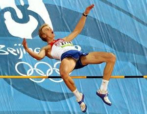 Золотую олимпийскую медаль завоевал прыгун в высоту Андрей Сильнов. Фото: Mark   Dadswell/Getty Images