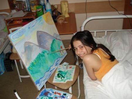 Зухра из Нальчика рисует родной край. Фото: МО