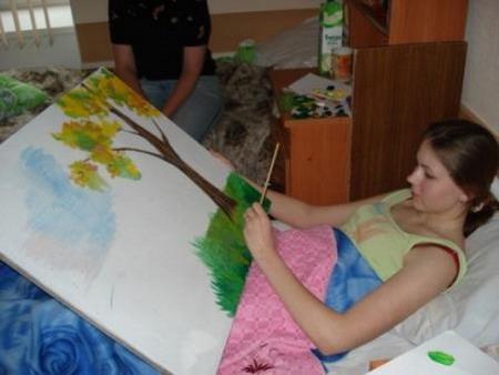 Виктория из Псковской области рисует Болдинскую осень. Фото: МО