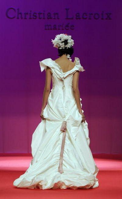 Показ свадебных платьев на неделе моды в Барселоне. Фото: LLUIS GENE/AFP/Getty Images