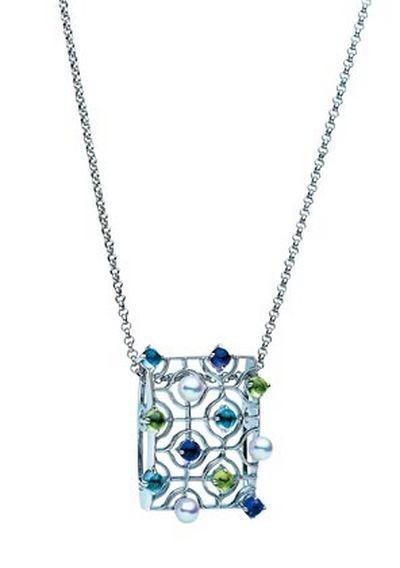 Коллекция украшений из драгоценных камней. Фото с efu.com.cn
