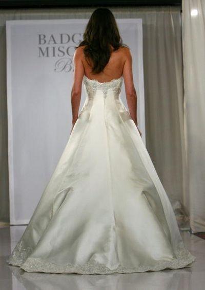 Показ свадебной коллекции Badgley Mischka в Нью-Йорке. Фото: Getty Images