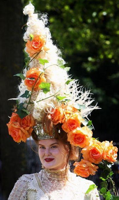 Самые интересные творческие решения в моделях шляп на скачках