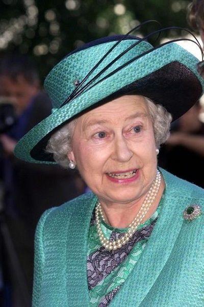 Модные шляпки английской королевы. Фото AFP