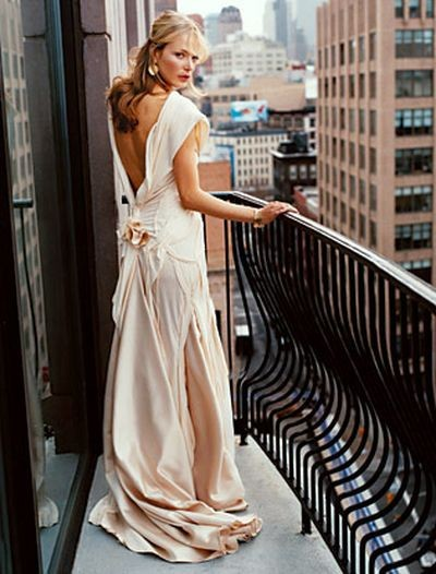 Репортажная фотосъёмка модных свадебных платьев. Фото с efu.com.cn