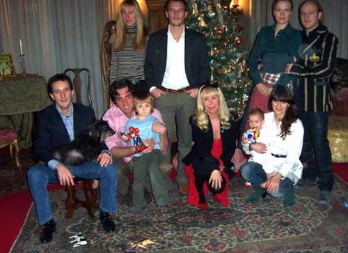 Многочисленное семейство графини Пинины Гаравалья всегда встречает Рождество вместе. Фото предоставлено Натальей Костиной.