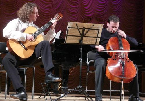 Дмитрий Илларионов гит и Борис Андрианов виолончель. Фото: Елена Захарова/Великая Эпоха