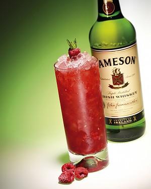Ирландский виски, произведенный из смеси проросшего ячменя и неосоложенного ячменя, в отличие от шотландского дистиллируется три раза. Фото: Liquid Ideas