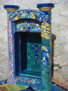 Синева: небольшой элемент дизайна, украшенный синей мозаикой. Фото: Сузилу /Великая Эпоха