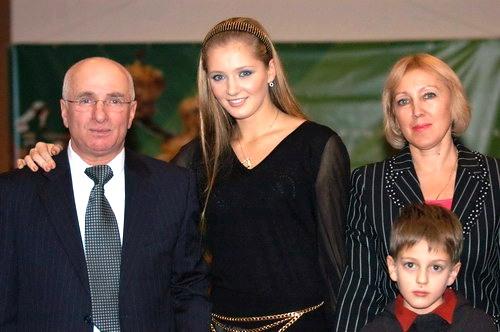 Аня с родителями. Фото автора