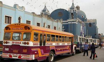 Автобусная поездка в центр Лимы оказалось интересной для писателя Киран Берк. Фото: Ramtyns/Flickr