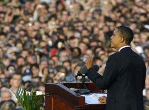 Кандидат в президенты США от демократов Барак Обама, выступает напротив Колонны Победы в Берлине 24-го июля 2008 г. Фото: Michael Gottschalk /AFP /Getty Images