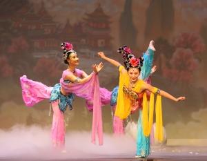 Небесные феи во время Гала-концерта NTDTV, посвященного китайскому Новому году. Фото: Великая Эпоха