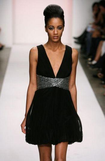 Коллекция сезона осень 2008 от Фары Ангсаны на Mercedes-Benz Fashion Week, Smashbox Studios, 13 марта 2008 г., Калифорния. Фото: Фрезер Харисон/Getty Images