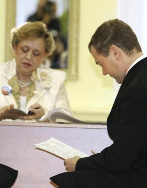 Дмитрий Медведев на выборах президента РФ. Фото: DMITRY ASTAKHOV/AFP/Getty Images