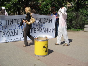 Акция протеста в Петербурге по поводу ввоза ядерных отходов. Фото: Татьяна Серебрякова/Великая Эпоха