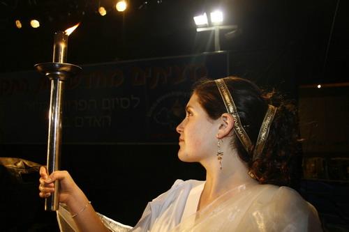 Церемония зажжения Факела в защиту прав человека. Фото: Тиква Махабад/Великая Эпоха