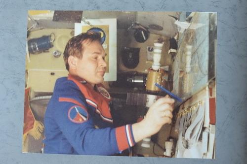 Дважды Герой Советского Союза, летчик-космонавт Валерий Николаевич Кубасов в космосе. Фото предоставлено автором