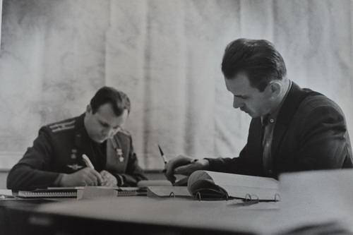 В.Н.Кубасов с  первым венгерским космонавтом, подполковником Берталаном Фаркашем. Фото предоставлено автором