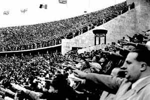 На берлинском стадионе. 1936 год. Фото с minghui.ca