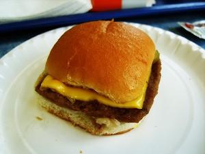 Гамбургеры вызывают болезни? Фото: Jacqueline Munoz /Stock.Xchange